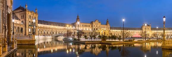 La hermosa Plaza España en Sevilla