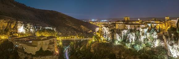 """En Cuenca son muy famosos los """"Balcones Colgados"""" o """"Balcones Colgantes""""."""
