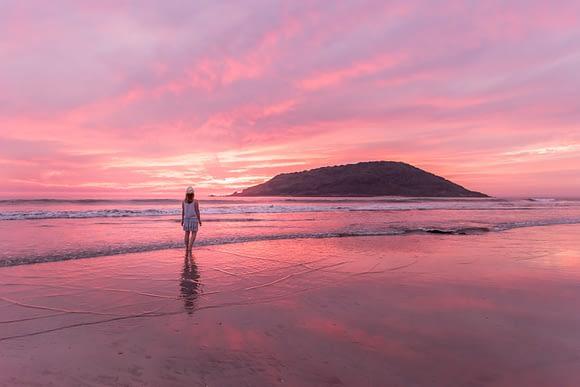 Atardecer púrpura en las playas de Mazatlán