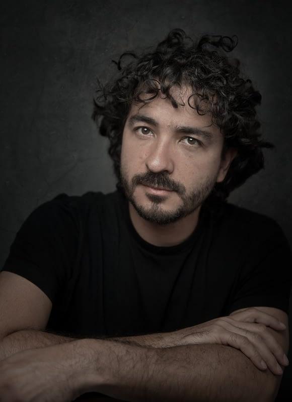 Retrato de Mario Carvajal, fotógrafo colombiano, especializado en imágenes para la realidad virtual (VR). Sitio web: www.mariocarvajal.com