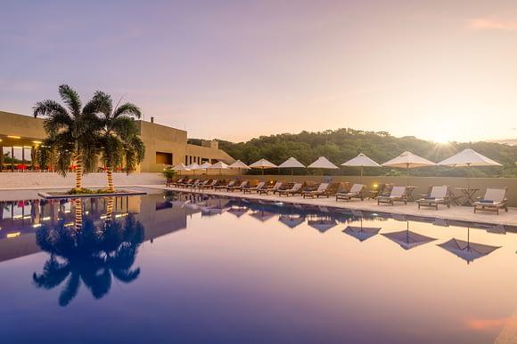 Piscina al amanecer Hotel Waya Guajira