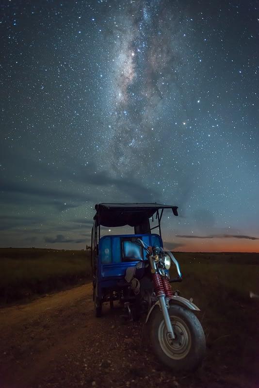 Moto y Vía Láctea en La Macarena